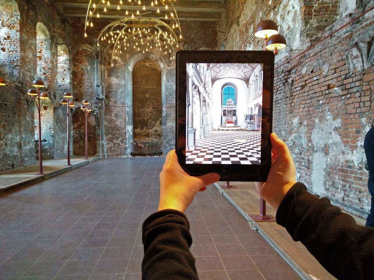 פיתוח אפליקציית מציאות רבודה לתיירות