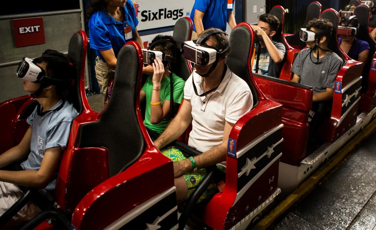 אפליקציית מציאות מדומה לרכבת הרים מדומה